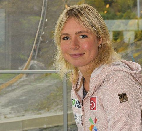 MÅ VENTE: Maren Lundby har lyst til å hoppe i Vikersund, men må vente.