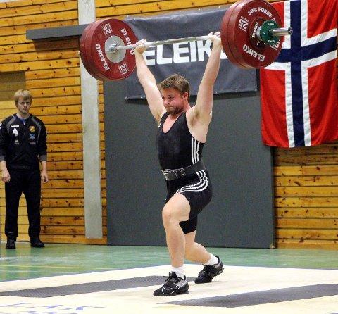 KONKURRANSEMANNEN: Bent André Midtbø frå Svelgen er eit multitalent innan idrett. No går det i vektløfting, og han tok både gull og sette personleg rekord under NM i Stavernhallen.