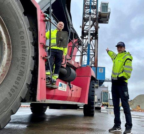 Aleksander Eriksen (28) mener farens trucker på kaia blir pinglete i forhold til hans mobile havekraner. Å ha en humoristisk tone på jobb er viktig, Aleksander liker å småprovosere faren når han får mulighet.