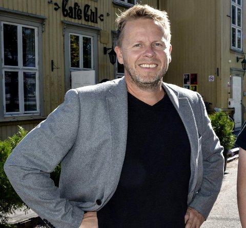 KVELDENS VERT: Torgeir Lorentzen live-intervjuer prominente gjester på Torsdagsmagasinet.