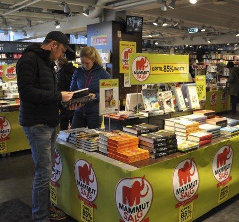 MAMMUT for alle penga: Det er vanskelig for lokale forfattere å fange kjøpernes oppmerksomhet når det er Mammutsalg.