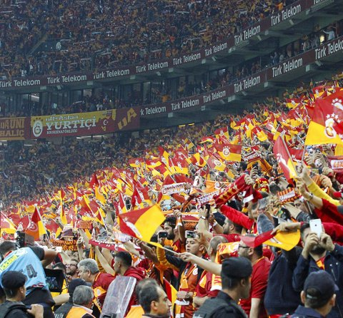 Galatasaray mot Fenerbahçe. Det er gåsehudgaranti, mener Glåmdalens sportsjournalist Henrik Holter.