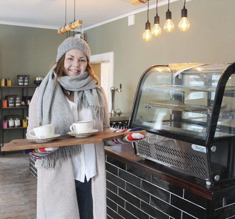 TØFF START PÅ 2021: Mari Søbye Østlid må stenge tappekrana en periode, men gir ikke opp håpet på et godt år for Kafé Bohem og kundene. Nå tilpasser hun driften etter de nye reglene.