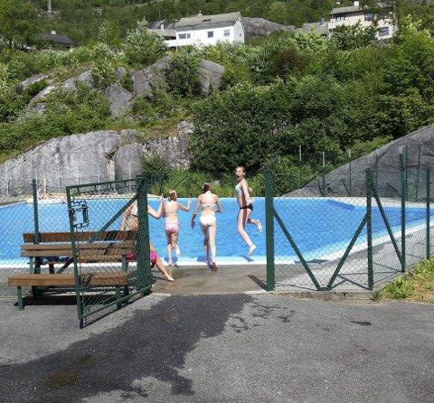 Badedam: Friluftsbadet i Tyssedal. Arkivfoto