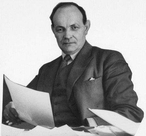 Bak kontorpulten i Aker reguleringsvesen: Med fast hånd styrte August Nielsen reguleringsarbeidet i Aker. Han prøvde å demme opp mot urbaniseringen.