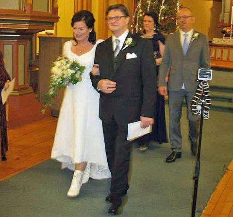 Siw Volden giftet seg med sin Kenny sist vinter. Nå gir hun bort brudekjolen mot at mottakeren lover å gjøre en god gjerning mot en annen.
