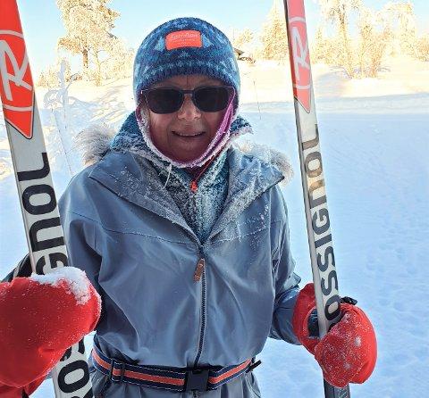 SKADET PÅ FJELLET: Live Hanche Olsen, opprinnelig fra Åsta i Åmot, skadet seg stygt under skitur inne i Engerdal Østfjell, og måtte gå over to timer på beina med overarmsbrudd. – Heldigvis var det skigåere som så fallet, sier hun. – Kontakt nødetatene direkte når det skjer ulykker, oppfordrer beredskapskoordinator Odd Magnar Opgård i Engerdal kommune.