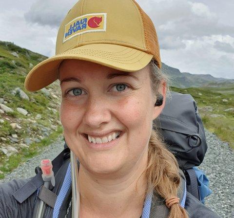 PÅ TUR: Aleine med en sekk på 15 kilo har Kjersti Myro (31) for første gang tilbakelagt over 30 mil i fjellet. Nå planlegger hun allerede neste tur.