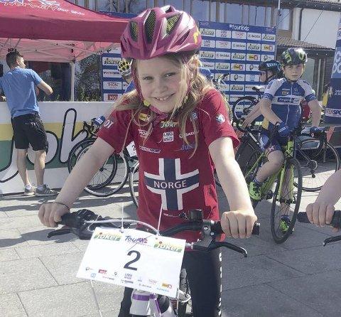 DELTOK: Valentina Bakke (8) var en av mange barn som tok med seg sykkelen sin og deltok i Tour of Norway for kids.