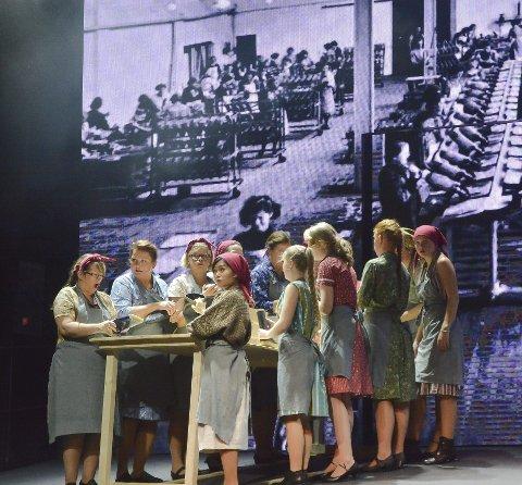 Musikal: Arbeiderhistorien i Askim, i form av musikalen «Svidd gummi» av Kari Middelthon og Guttorm Guttormsen. I november 2016 var det 25 år siden Viking-fabrikken ble lagt ned.