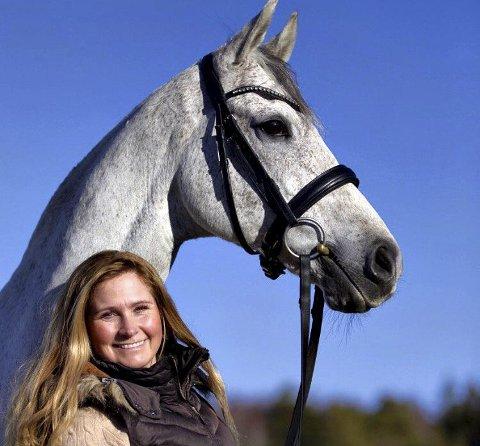 Sølv: Cecilie Schilbred og hesten Teglvangs Radomir hentet hjem sølv under hallmesterskapet i Hønefoss.