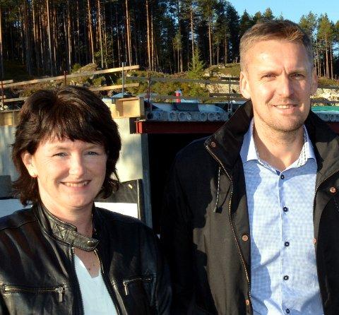 Tjener godt: Solfrid Hippe Sørflaten og Even Sørflaten eier sju Elkjøp-butikker og er på inntektstoppen i Etnedal. De er bosatt i Steinsetbygda.