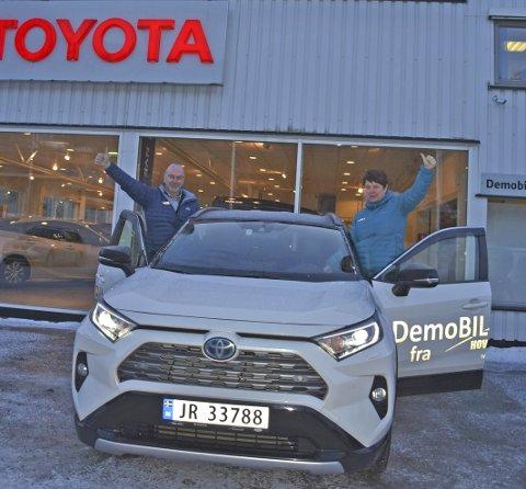 BESTSELGER: Inger Catrine Aastveit og Terje Steinfinnsbø godt fornøyd med salget.
