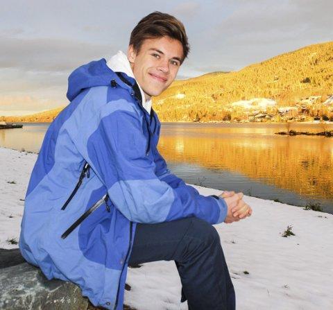 FRILUFTSLIV OG LANGRENN: Viljar Røysi har selv valgt å ta militærtjenesten som grensevakt i Sør-Varanger, fordi han liker friluftsliv. Langrenn er også en interesse for 18-åringen som er trener for det yngste partiet i Vikersund langrenn.