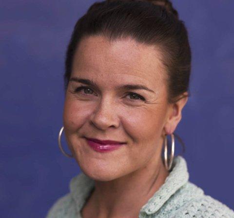 Kommer: Forfatter Lena Lindahl fra Kjøpsvik.