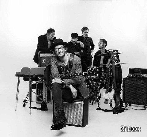 HIGH RED: Avskjed med Adam Douglas som bandmedlem i helga.