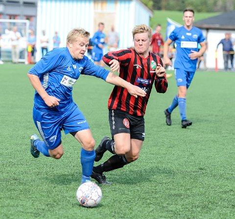 SCORET TO: Emil Lintho (tv) scoret to mål da Idd SK 2 vant over Ullerøy torsdag kveld.