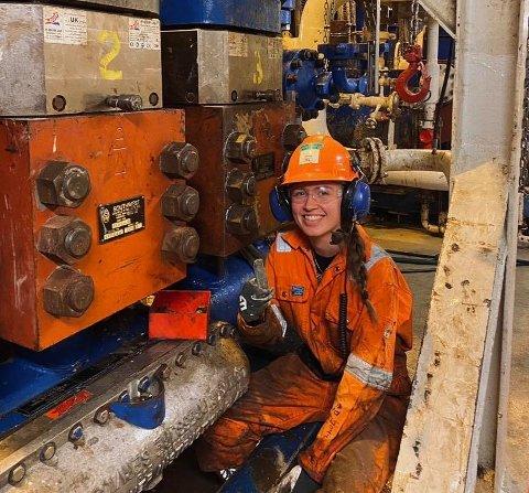 I NORDSJØEN: Mathea Sandvik Bondhus (20) frå Mauranger har valt ei retning ikkje så mange andre jenter tar. Ho har nyleg utdanna seg til bore- og vedlikehaldsoperatør, med arbeidsstad Nordsjøen.