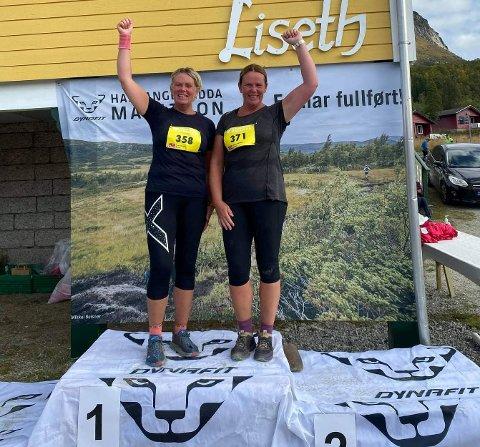 SPREKE: Irene og Synnøve (t.h.) nytta likesågodt 50-årsdagen sin til å springa halvmaraton saman. Det blei ei flott oppleving på Hardangervidda.