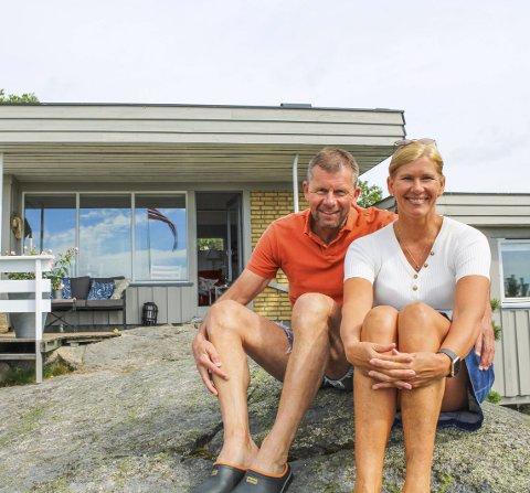 STORTRIVES: Jan og Torill forteller at det meste av ferier og mange helger tilbringes på Rispa 5 på Veierland.