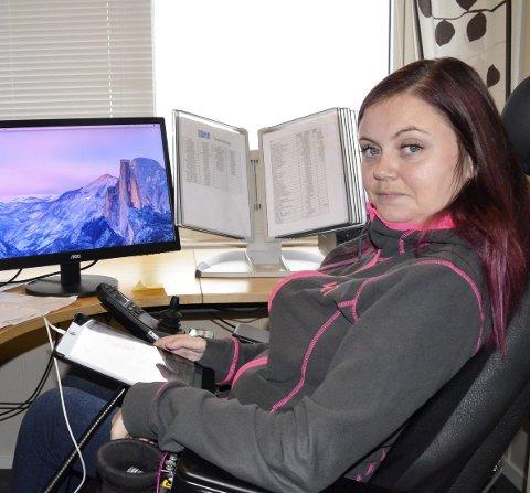 Kontorjobb:   Malin Kvåle på kontoret sitt i Ice Drifts lokaler. Der er det er gjort noen små justeringer for å legge til rette for hennes behov. Foto: Ann Kristin Kjærnli