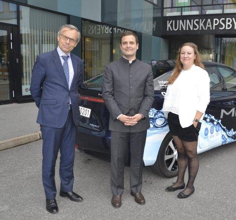 MYE Å LÆRE: India kan lære mye av Norge, mener Rahul Gandhi. Her sammen med ambassadør Nils Ragnar Kamsvåg og OREEC-direktør Mali Hole Skogen. Foto: Steinar Aasen