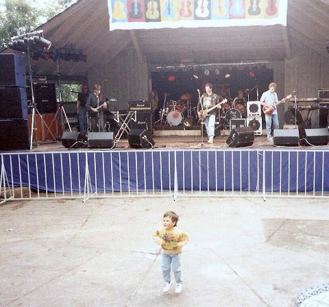UNG ROCKER: Her ser vi Kato Peersen som en svært ung rocker.