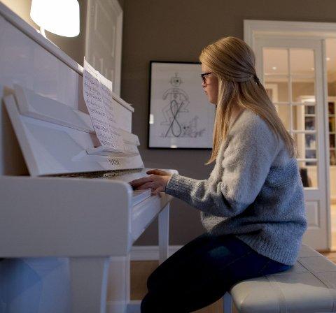 Uken til Bentine Borge er fylt opp med aktiviteter. En av syslene er piano. Tenåringen har spilt med noter i lang tid, og øver jevnlig for å bli best mulig. Bentine har stått på en scene siden hun var syv år gammel.