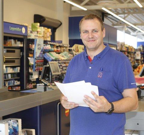 POPULÆR: Rolf Aasgaard Henden som driver Rema 1000-butikken på Ormsåen, har fått mer enn femti søknader til en jobb som sommervikar.