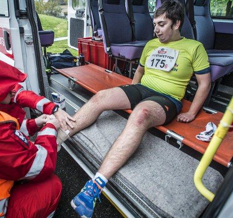Au! Alexander Rønning fra Råkollen skole ga alt, men hadde skikkelig uflaks og tråkket over! Røde Kors var heldigvis på plass.   – Ingen fare, dette går bra, kunne Alexander berolige.