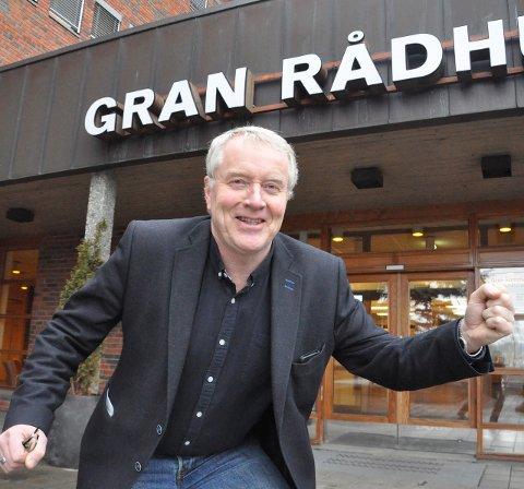 HOPPENDE GLAD: Næringsrådgiver i Gran, Gunnar Haslerud, jubler over over 15 millioner kroner til bredbånd på Hadeland. Arkivfoto: Rune Pedersen