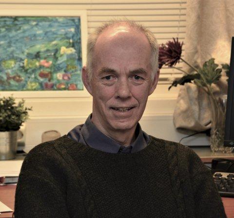 GOD HJELPAR: Psykolog Sturla Helland er ein av to psykologar i eininga for barn og familie som dagleg har kontakt med unge som søkjer hjelp.