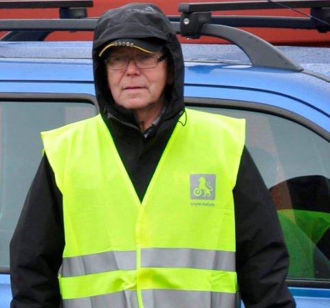 NAF: Jarl E. Jakobsen i NAF Lofoten delte ut 1500 reflekser