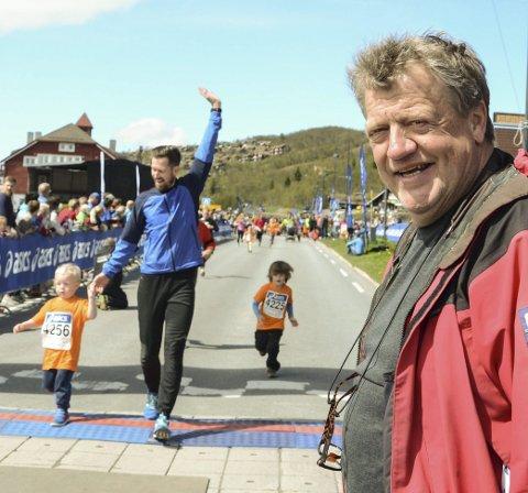 AMBASSADØR: Arrangementssjef Erik Østli (bildet) og styreleder Rolf Stalenget mottok tirsdag prisen Årets Valdres-ambassadør for mange års arbeid med skirenn og arrangement på Beitostølen.