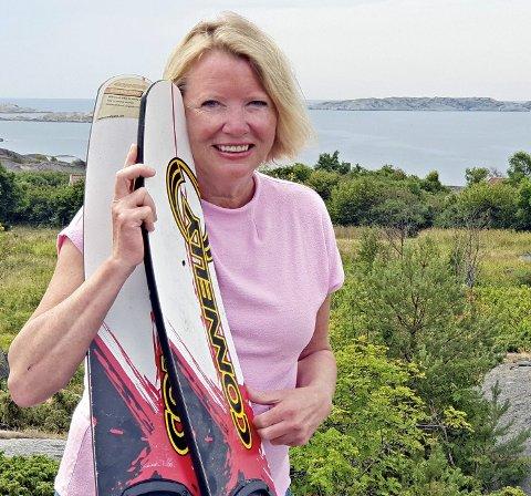 Det nærmeste vi kommer fake news på Sandø er et bilde av Marie og vannski. Det har hun ikke stått på siden hun var ung.