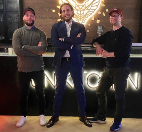 GÅR SÅ DET SUSER: Fetterne fra Røyken håper å se kjente fjes fra halvøya og Asker i deres nyåpnede restaurant. Fra venstre: Rune Dagsgard, Fredrik Aasgaard og Mads Aasgaard.