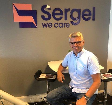 IKKE MERKET NOE: Sven Ingebretsen, administrerende direktør i Sergel Norge forteller at det har vært en liten nedgang i inkassosaker så langt, men er klar over at en økning fort kan komme.