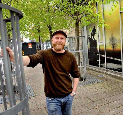 ARABISK TV: Per Jørgen Østby (47) blir sentral i The Future Groups interaktive TV-konsept «Lost in Time». Østby står blant annet i samarbeid med tre fra Kaffeforretningen Sarpen, samt fire andre personer bak Solsia Burger & Bar på torget.