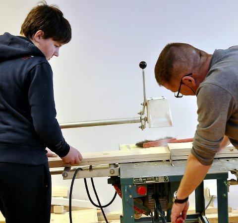 MÅLING OG KAPPING: For at de unge skal komme seg ut i fast jobb trenges det praksis. Arkivfoto