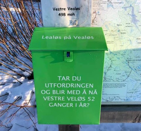 POSTKASSE: Kassene er fremdeles på plass, men bøkene var borte på Vealøs søndag formiddag.