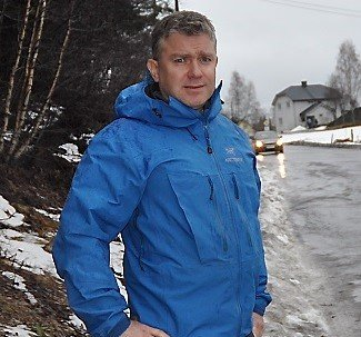 Frp-politiker Tor Erling Sæthre mener Nord-Aurdal kommune mister en gyllen mulighet når kommunen ikke søker på tilskudd til aktivitet og besøksvert for eldre.