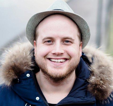HUSEIER: Freddy Kalas har flere ganger toppet salgslistene i Norge med «landeplager» som «En pinne for landet» og «Jovial».
