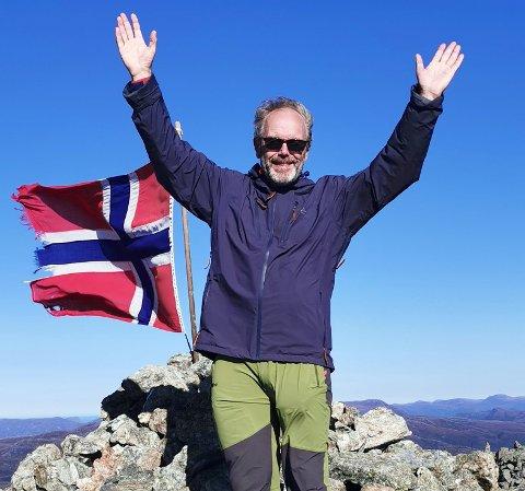 TURAR VART TIL BOK: Torkjell Djupedal har skrive bok med 163 fot- og sykkelturar langs kysten.
