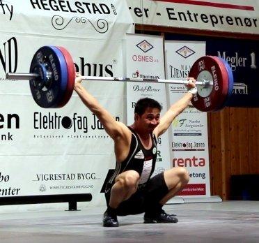 GULLØFT: Jantsen Øverås rykte 119 kg over hovudet på Jæren.