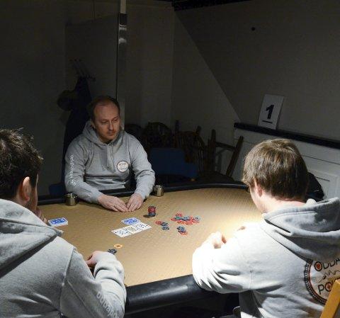 POKER: Under Hardanger spillfestival i mars skal den første hardangermesteren i poker kåres. Odda Poker har allerede et godt etablert miljø i Odda. Arkiv: Ernst Olsen