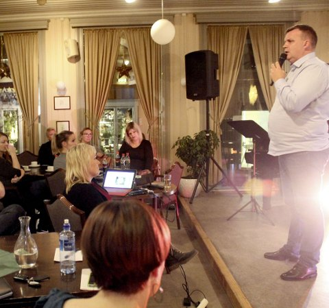 Interessert: Publikum lyttet da Øyvind Valrygg holdt foredrag. foto: Benedicte Wærstad