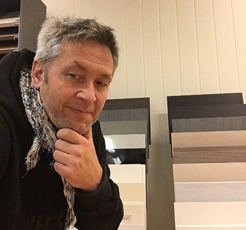 GIR TILBAKE: Petri vant sitt eget lysthus, nå gir han det tilbake til Markedsplassen i Austertana.