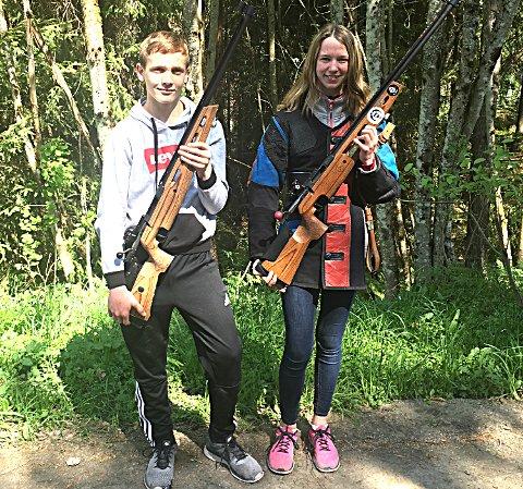 MELLOMFORNØYDE:Degernes-duoen Leon Fosser og Kine Saksæther Andersen var ikke spesielt fornøyd med skytingen sin i de to pinsestevnene.FOTO: PRIVAT