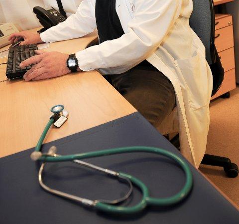 TILSYN: – Medikamentene kan gi alvorlige helseskader for den enkelte pasient og de kan omsettes illegalt, forklarer fagsjef Linda Endrestad hos Fylkesmannen i Vestfold om hvorfor de saumfarer praksisen til den ene legen i Sandefjord. (Illustrasjonsfoto)