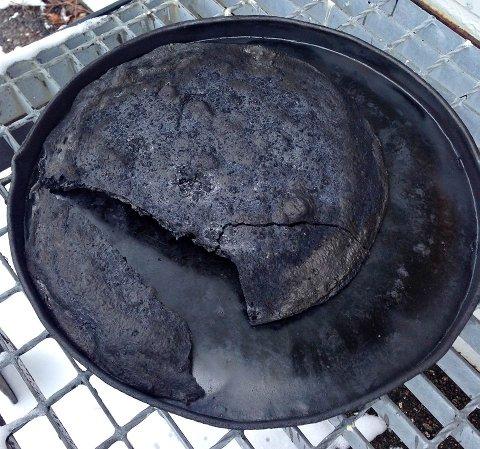 HELT SVIDD: Slik så pizzaen ut etter at den ble glemt i ovnen.